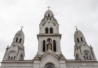 Parroquia del Santísimo Sacramento en Tandil Buenos Aires campanario y virgen con tres cruces