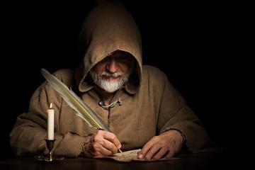 Fototapeta geheimnisvoller Mönch schreibt Brief