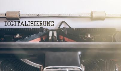 DIGITALISIERUNG geschrieben auf alter manueller Schreibmaschine