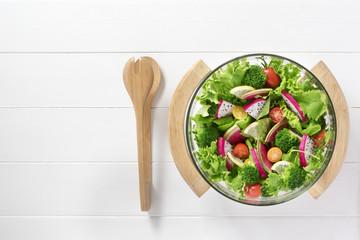 カラフルな野菜サラダ
