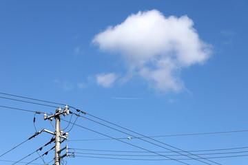 空 雲 電柱 風景 イメージ