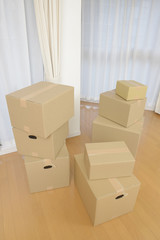 積み重ねたダンボール箱