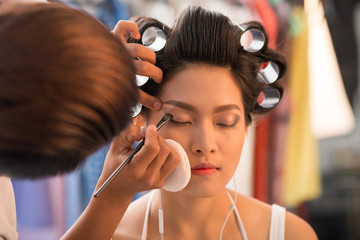 Doing evening make-up