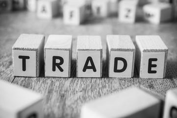 concept mot formé avec des lettres en bois - Trade