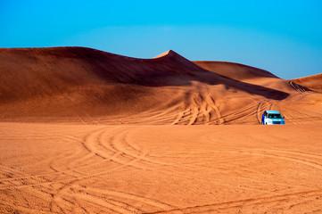 Fuoristrada sulle dune di sabbia