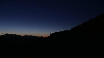 Panorama di montagna notturno