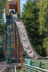 Extreme Water Rides: Water Roller Coaster in Amusement Park with Water Splash