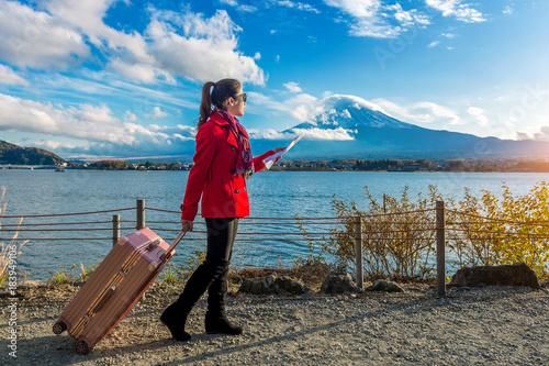 Wall mural Tourist with baggage and map at Fuji mountain, Kawaguchiko in Japan.