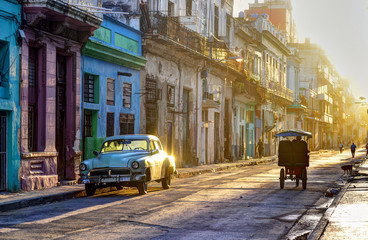 Photo sur Plexiglas Havana Street scene in Old Havana (La Habana Vieja), classic car, bicitaxi and people going to work, Cuba