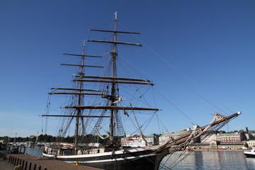 voilier 3 mats barque port Helsinki