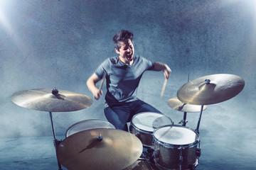 Schlagzeuger beim Spielen
