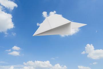 青空と紙飛行機のCG