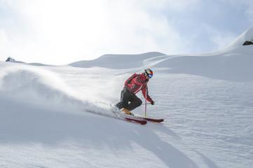 souverän auf Skiern unterwegs im Gelände