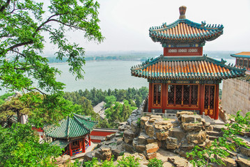 Fotorolgordijn Beijing Emperor's summer palace in Beijing with lake in the background