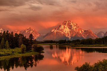 Mountains in Grand Teton National Park at sunrise. Oxbow Bend on the Snake River. Papier Peint
