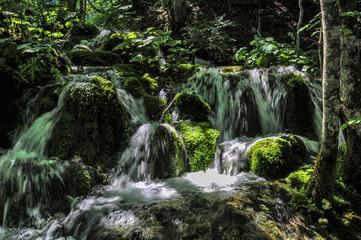 Kleine Wasserfälle bei den Plitvicer Seen
