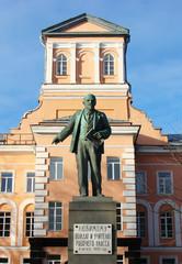 Первый памятник Ленину в Петрограде, Ленинграде, Петербурге