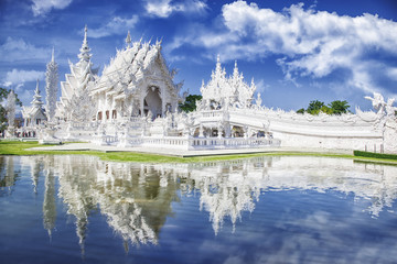 Foto auf Leinwand Kultstatte Wat Rong Khun The White Temple and pond with fish, in Chiang Rai, Thailand