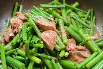 Delicious Stir Fried Garlic Chives with Chicken Livers