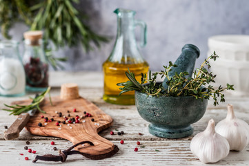 Photo sur Plexiglas Condiment Herbs and Spices, Mortar and Pestle