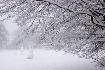 Schneemänner im Schneesturm
