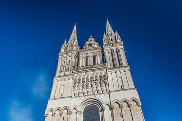Façade et flèches de la cathédrale Saint Maurice d'Angers