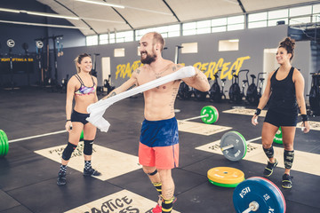 group of people training gym crossfit
