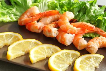 Delicious shrimps with lemon and lettuce, closeup
