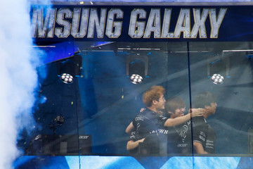 Players of Samsung Galaxy celebrate after beating SK Telecom T1 during the League of Legends 2017 World Championships Grand Final esports match at the Beijing National Stadium in Beijing