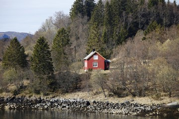 Norwegen, Norway, Ørnes, Holzhaus, wooden house, Landschaft