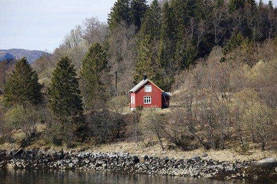 Norwegen, Norway, Ørnes, Holzhaus, wooden house, Landschaft