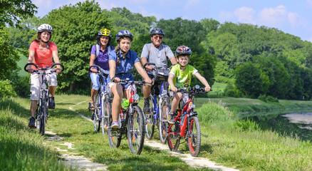 Photo on textile frame Cycling raus ins Grüne zum Radeln