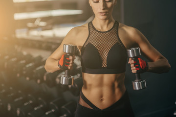 Classic bodybuilding. Muscular blonde fitness girl doing exercises in the gym. Fitness - concept of healthy lifestyle. Fitness woman in the gym. Crossfit woman. Bodybuilder woman in the gym.