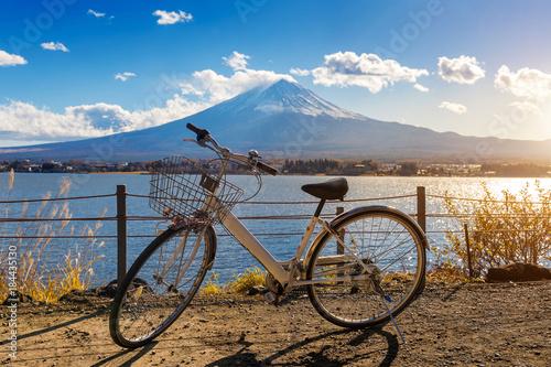 Wall mural Bicycle at Kawaguchiko and fuji mountain, Japan.