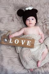 Baby Säugling Portrait Fotoshooting mit kleinem Jungen und Mutter