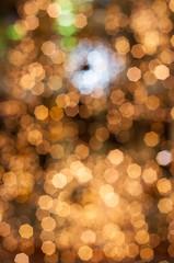 illuminations de noël sous forme de bokeh doré
