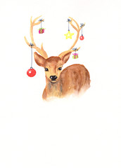 Weihnachtskarte: Mit Christbaumkugeln geschmücktes Geweih eines Hirsches als handgemalte Zeichnung mit Textfreiraum