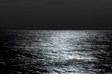 Fotomurais -  Sea horizon at night. moonlight on the waves. Long exposure. Beautiful landscape. black and white toning