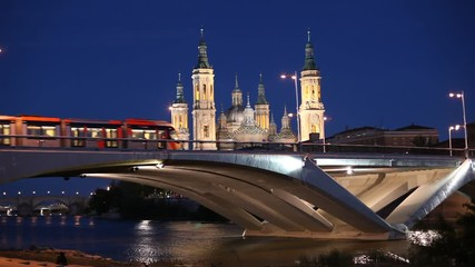 Wall Mural - Night view of the modern bridge and ancient Pilar Cathedral in Zaragoza, Spain