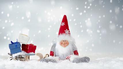 weihnachtsgeschenke auf eine schlitten.