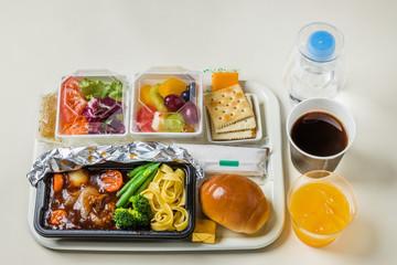 一般的な機内食 flight meal of the international economy