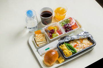 一般的な機内食 flight meal of the international economy