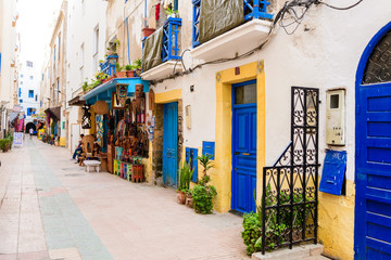Photo sur Plexiglas Maroc colorful streets of essaouira maritime town, morocco
