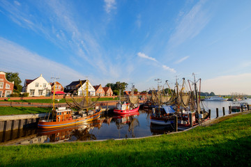 Photo sur Aluminium Port Der Kutterhafen von Greetsiel am Morgen