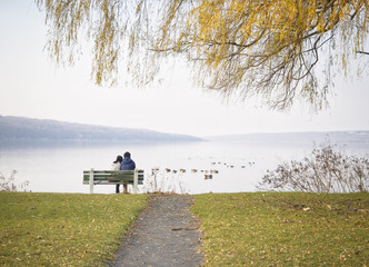 Pareja y relax en el parque