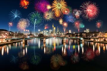 Silvester Feuerwerk über der Skyline von Frankfurt