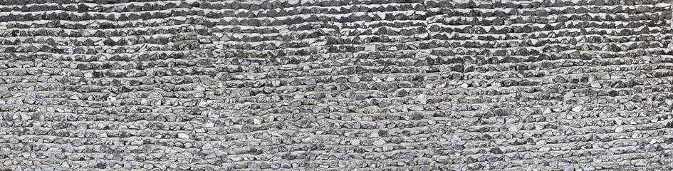Natursteinmauer unverputzt