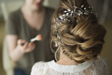 Stylist makes hair the bride