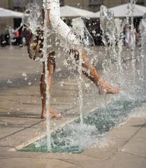Spoed Fotobehang Fontaine fontaines en centre ville