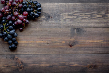 Ripe red and black grape on wooden background top view copyspace Fototapete